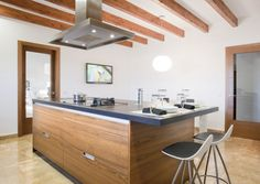 Horizontal wood kitchen cabinets
