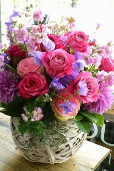 A bouquet of colourful flower, to make your life a rainbow of happiness. Arte Floral, Deco Floral, Love Rose, My Flower, Pretty Flowers, Beautiful Flower Arrangements, Floral Arrangements, Flower Boxes, Floral Bouquets