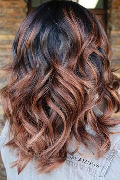 Copper Caramel Balayage Highlights on Dark Hair Looking for some this spring and summer? You need to check out these balayage highlight ideas, incorporating every part of this years hottest hair trends. Brown Wavy Hair, Color Del Pelo, Medium Layered Haircuts, Layered Hairstyles, Layered Cuts, Fun Hairstyles, Brown Hairstyles, Bouffant Hairstyles, Beehive Hairstyle