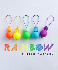 DIY Rainbow Stitch Markers for Knitting. Good idea if you need a lot of stitch markers! Loom Knitting, Knitting Stitches, Knitting Patterns Free, Stitch Patterns, Diy Knitting Stitch Markers, Needlepoint Stitches, Free Knitting, Bobble Stitch Crochet, Crochet Shawl