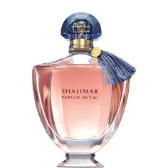 Four centuries ago, in India, Emperor Shah Jahan fell hopelessly in love with Princess Mumtaz Mahal and had the enchanting Gardens of Shalimar built for her. Inspired by this passionate love story, Jacques Guerlain created the legendary Shalimar in 1925. 85 years later, Shalimar Parfum Initial reinterprets the legend in a new modern and luminous creation. An initiation into voluptuousness, sensuality, an initiation into Shalimar. It is the moment when it all begins, like the freshness of...