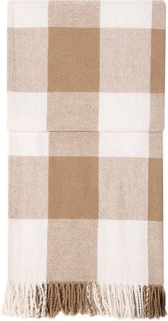 Klassisch karierte Wohndecke »Marni« der Marke pad. Diese wunderbare Kuscheldecke fügt sich mit ihren dezenten Farben und dem tollen Karo-Muster ohne Weiteres in jedes Wohnzimmer ein. Schmückende Fransen machen die Optik perfekt. Der Stoff aus 50% Baumwolle und 50% Polyester fühlt sich herrlich weich an und sorgt für warme, gemütliche Stunden auf der Couch. Genießen Sie die schöne Zeit mit der ...
