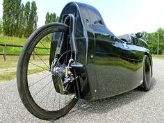 "custom carbon fiber rear wheel 28"" with Powertap powermeter on WAW 291 velomobile (tail removed)"