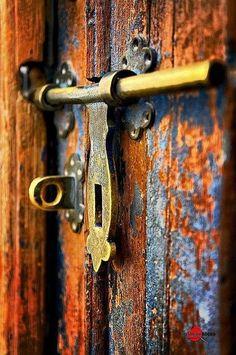 brass door lock | Portals and doors