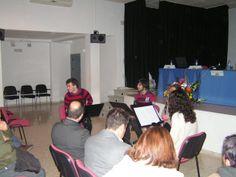 Cuatro componentes de Asociación Cultural Guadalrosal, preparando el concierto que dieron a concluir el acto.