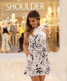 """""""Lançamento @shoulderoficial aqui no Iguatemi Rio Preto ❤️ Apaixonada nesse vestido. A parte do decote é em couro  • #lookdodia #lançamentoshoulder…"""""""