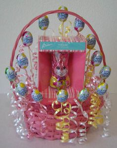Learn how to make candy bouquets – Candy Bouquet Designs books. Start Candy Bouquet and Gift Basket Business or Do it for a hobby! Easy Easter Crafts, Holiday Crafts For Kids, Easter Ideas, Edible Crafts, Holiday Ideas, Candy Bouquet Diy, Hand Bouquet, Easy Diy Candy, Chocolates