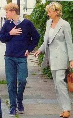 Princess Diana and Prince William, rare photo. Princess Diana and Prince William saw each other for the last time here. So sad.