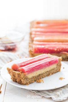 This paleo rhubarb tart is layered with a buttery shortbread crust, rich almond frangiapane filling, and finished with a perfectly sweet, tart rhubarb topping. This paleo rhubarb dessert is absolutely stunning and positively delicious, making Paleo Dessert, Healthy Desserts, Dessert Recipes, Cupcake Recipes, Rhubarb Tart, Rhubarb Desserts, Rhubarb Recipes Paleo, Paleo Recipes, Sans Gluten Ni Lactose