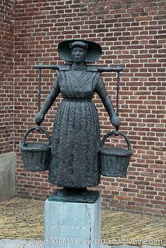 """woman yoke art statue """"Leurster"""" #Zeeland #Arnemuiden"""