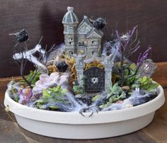 This little Spooky Succulent Garden is inexpensive and easy to make! www.designerssweetspot.com