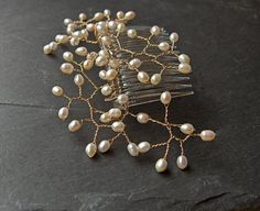pearl hair comb. OO! maybe I can make this somehow..
