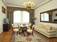 Mas espacioso, para 5 personas, wifi, desayuno. Mas información: http://apartamentoscracovia.es/apartamento-principe-vi/