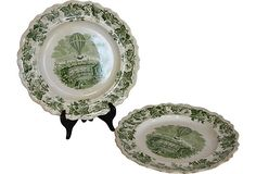 Pair of green ivy-border dinner plates with transfer-printed balloon center. Made in England circa 1840.
