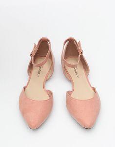 // olivia flat in blush
