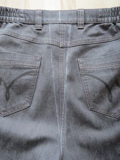 Dutch tutorial and pictures: how to narrow your jeans Sewing Jeans, Diy Jeans, Sewing Clothes, Diy Clothes, Sewing Basics, Sewing Hacks, Sewing Tutorials, Sewing Tips, Sewing Alterations