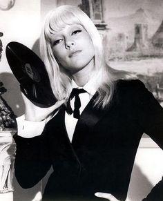 retro vintage modern hi-fi: Retro Hi-Fi Girl Friday - Hi-Fi Heaven - Retro Christina Aguilera, Mode Vintage, Vintage Modern, Retro Vintage, 1960s Fashion, Vintage Fashion, French Pop, Star Francaise, Suit Up