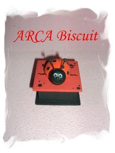 Caixinha de mdf com Joaninha de biscuit  p/ lembrancinha  Com embalagem e etiqueta acrescenta: 1,00 Minimo de caixinhas:50unidades Menos de 50 unidades o valor de cada caixinha é de 4,00 R$4,00