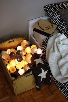 Cotton Ball Lights - Foggy day 35 kul ze srebrnymi kulami - sprawdź na myhome. Cheap Bedroom Ideas, Cotton Ball Lights, Happy Lights, Kulfi, Retro Furniture, Cozy House, String Lights, Pendant Lamp, Vintage Designs