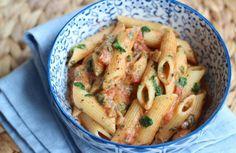 Snelle pasta met tomaat en spinazie