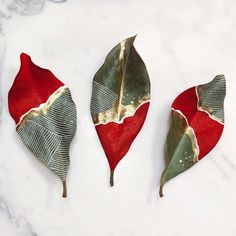 painted leaves by Samantha Dion Baker, DIY idea Art Et Nature, Deco Nature, Nature Crafts, Christmas Leaves, Christmas Diy, Merry Christmas, Holiday, Leaf Crafts, Creation Deco