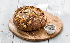 Maak eenvoudig een heerlijk plukbrood gevuld met kip en pesto. Een lekker gevuld volkorenbrood. Ideaal als borrelbrood, en ook erg lekker als lunch of bij een kopje soep.