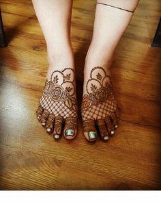 Modern Henna Mehndi Designs For Legs - Indian Fashion Ideas Rose Mehndi Designs, Latest Bridal Mehndi Designs, Stylish Mehndi Designs, Mehndi Designs For Beginners, Mehndi Design Photos, Wedding Mehndi Designs, Mehndi Designs For Fingers, Dulhan Mehndi Designs, Mehndi Designs For Hands