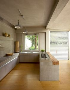 Cucina in cemento molto particolare, stile rustico moderno - struttura, pareti e soffitto in cemento - pavimenti e vari accenti in legno