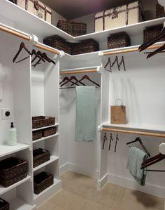 Adorable 60 Brilliant Master Bedroom Organization Decor Ideas https://roomadness.com/2018/01/01/60-brilliant-master-bedroom-organization-decor-ideas/ #MasterBedrooms
