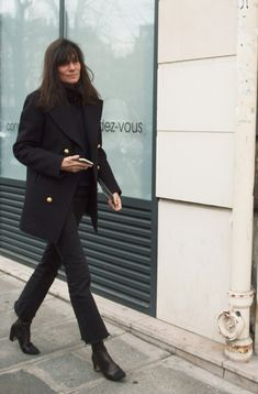 Emmanuelle alt all black cropped flares beatnik Estilo Beatnik, Beatnik Style, Looks Style, Casual Looks, My Style, Parisienne Chic, Emmanuelle Alt Style, Fashion Gone Rouge, Weekly Outfits