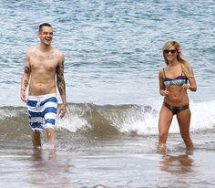 Ashley Tisdale junto a su novio Christopher French de vacaciones en las playas de Hawaii