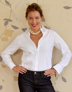 classic white shirt + pearls. I need to wear this.