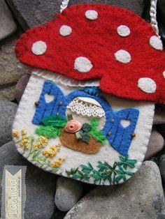 Toadstool handbag made by Lalinda.pl