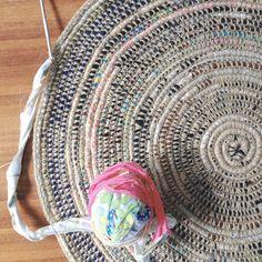 Rag rug diy coil crochet scrap fabric rug free tutorial from my poppet makes diy rag . Diy Crochet Rag Rug, Rag Rug Diy, Crochet Crafts, Crochet Projects, Diy Rugs, Craft Projects, Crochet Poncho, Scrap Crochet, Doilies Crochet