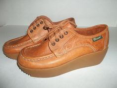 Vintage Ladies Pair Leather Bass Lace Up, Gumsole Shoes 70's - 80's, Size 5 1/2