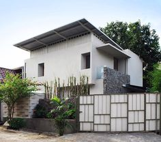 Built by Atelier Riri in Tangerang, Indonesia with date 2009. Images by Fernando Gomulya. On the land of 216 sqm the house was built with the main purpose to enjoy the view. But in respect of tropical climat...