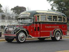 Old bus - Buenos Aires Cool Trucks, Big Trucks, Cool Cars, Beetles Volkswagen, Volkswagen Bus, Rv Bus, Bus Camper, Campers, Classic Trucks
