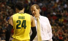 """Duck season: Is Oregon becoming an """"It"""" program? = College basketball has its blue blood programs, the Dukes and Kentuckys of the world. Then there are another 20 or so who fall below that blue blood standing, but are annual threats near the top of the sport's landscape. While it....."""