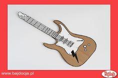 Za pomocą farb pokoloruj gitarę, a za pomocą korektora namaluj struny. #dziecko #zabawka #homemade #bajdocja #diy #zróbtosam #gitara