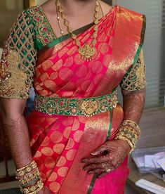 New & classy trend by . Cutwork Blouse Designs, Wedding Saree Blouse Designs, Pattu Saree Blouse Designs, Fancy Blouse Designs, Sari Blouse, Sleeveless Blouse, Saree With Belt, Saree Belt, Designer Blouse Patterns
