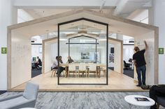 Collaboration and meeting area with whiteboard walls at Zendesk Offices – Melbourne