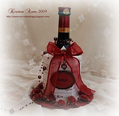 This is my DT-project for Unik Hobby last month, and I'll show you how to make it. :) This box is larger than the other one I've made , but. Diy Wine Bottle Gift Wrap, Diy Bottle, Wine Bottle Labels, Bottle Packaging, Bottle Cover, Gift Wrapping, Paper Crafts, 3d Paper, Diy Crafts