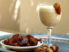 Top 10 der ägyptischen Ramadan -getränke und Durstlöscher, die beim Fasten für die Flüssigkeitszufuhr sorgen. Mit allen Rezepten für Tamer Hindi, Kharoub, Karkadeh, Amar El Din (Kamar El Din), Mangosaft usw.
