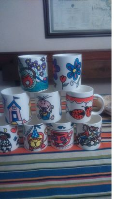 Tazas decoradas con pintura de cerámica