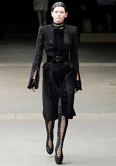 Alexander McQueen Fall 2011 RTW - Runway Photos - Vogue