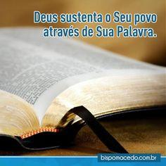 Bíblia Sagrada com as páginas abertas