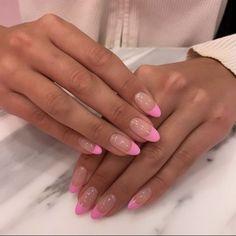 Stylish Nails, Trendy Nails, Pink Tip Nails, Round Tip Nails, Short Oval Nails, Pink Oval Nails, Almond Nails Pink, Pink French Manicure, Almond Nails French