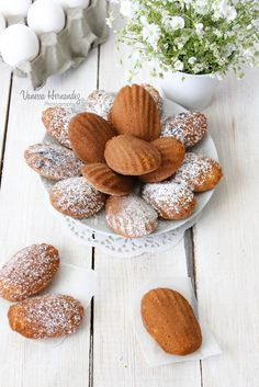 Chokolat & Pepper: Madeleines . Use the English translation button at the top of the page.