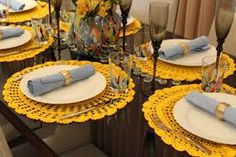 Resultado de imagem para mesa com taças amarela