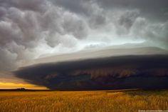 Severe Nebraska Storm Severe storm races southeast in southwest Nebraska June 10, 2006 producing high winds and small hail.